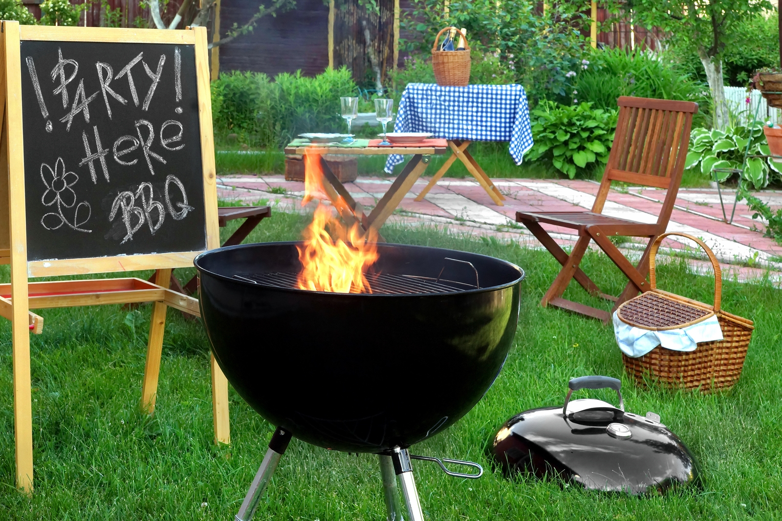 Creative bbq party decorations barbecue party ideas for Backyard bbq decoration ideas